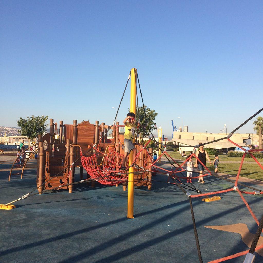 İzmir Kordon çocuk oyun parkı